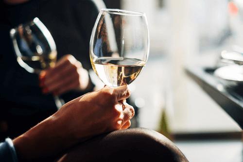 ワインを選ぶイメージ画像