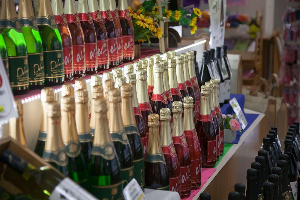 [写真]並べられたワイン達